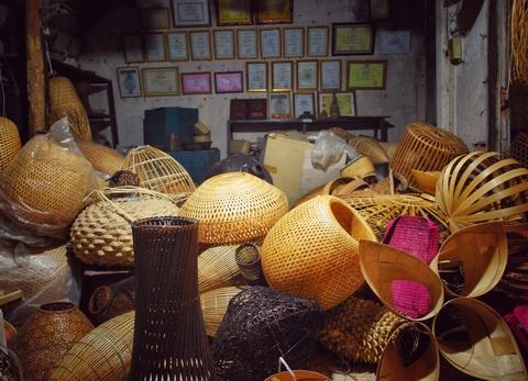 Căn nhà cổ của nghệ nhân Hoàng Văn Hạnh chứa giải thưởng và những tác phẩm đoạt giải của các cuộc thi