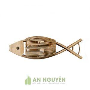 Mẫu đèn tre hình con cá treo tường cho quán trà, phòng khách (1)