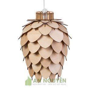 Đèn gỗ quả thông cách điệu trang trí phòng khách