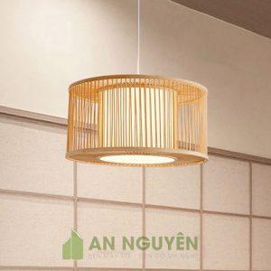 Đèn Mây Tre: Mẫu đèn tre hai hình trụ tròn có lồng vải trang trí sang trọng