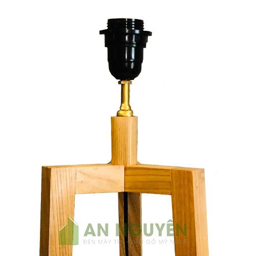 Chân đèn sàn bằng gỗ thật sử dụng chụp mây tre hoặc chụp vải (5)