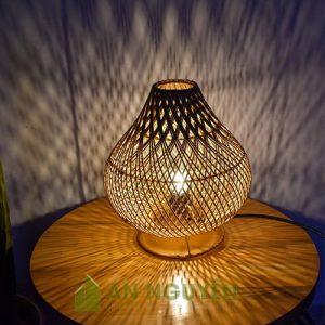 Đèn Mây Tre: Mẫu đèn bàn mây đan hình tổ chim dòng dọc
