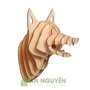 Đầu con chó bằng gỗ trang trí phòng khách