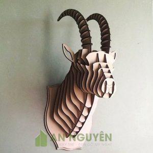 Dầu dê bằng gỗ trang trí vách tường phòng khách theo phong thuỷ