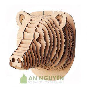 Đầu gấu treo tường bằng gỗ trang trí vách phòng khách