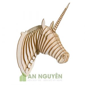 Đầu ngựa và đầu ngựa có sừng Unicons trang trí phòng làm việc