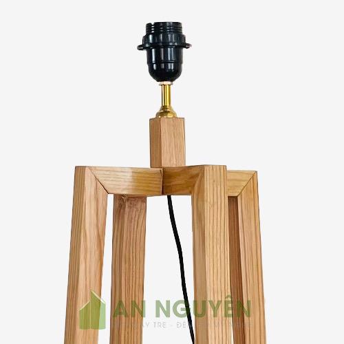 Chân đèn sàn bằng gỗ thật 4 chân chữ thập