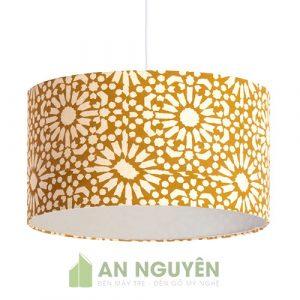 Đèn Vải: Mẫu đèn vải lồng hình trụ tròn có hoa văn trang trí phòng khách